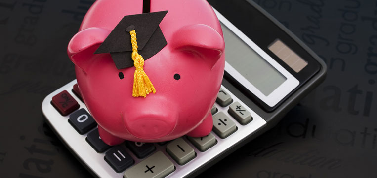 piggy bank and calculator representiong reasons why don't get financial aid