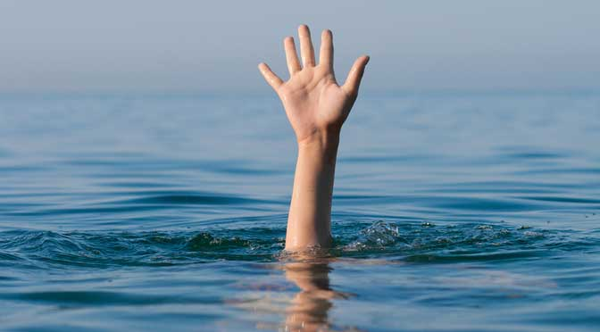hand sticking out of water representing needing help with FAFSA
